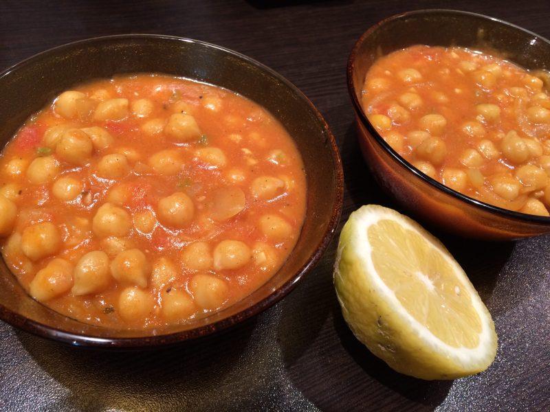 Къри с нахут и домати